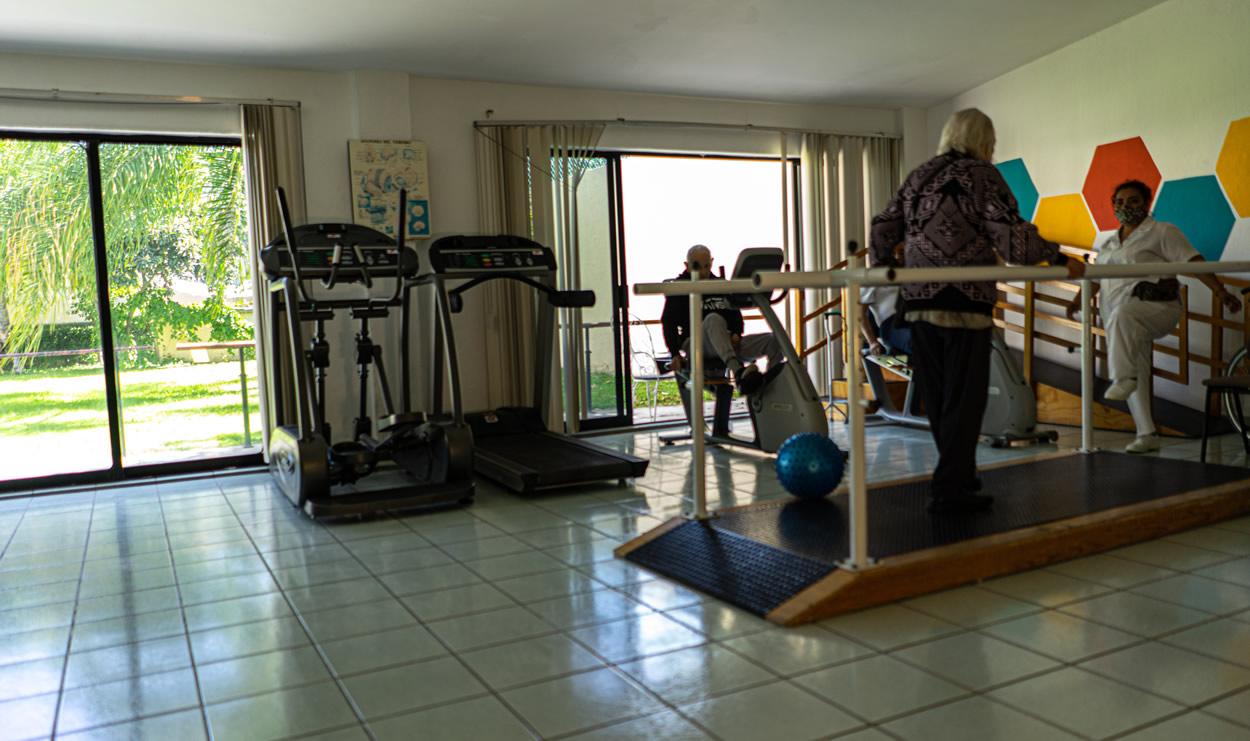 Sala de rehabilitación para personas de la tercera edad