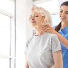 Fisioterapeutas para mantener la autonomía de las personas mayores